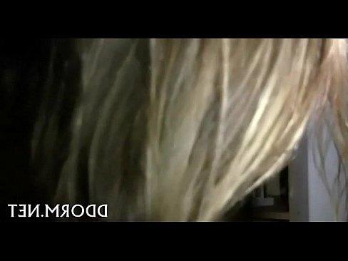 ролик порно ебет дочку подростка
