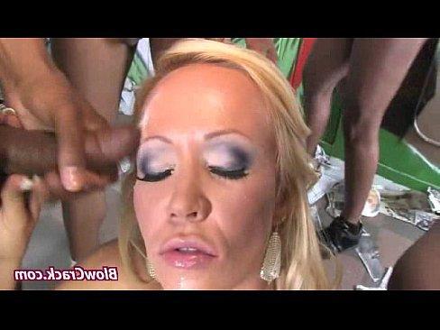 порно красивую блондинку ебут в анал