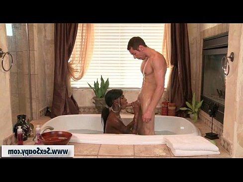 порно ролик с мамой в бане
